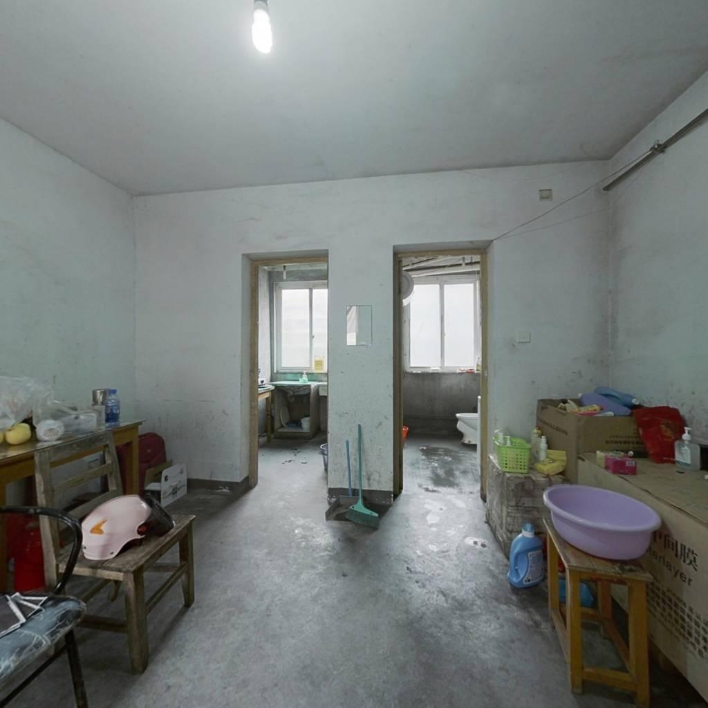 采光好,中间楼层,安静不嘈杂,这是住户满意的效果。