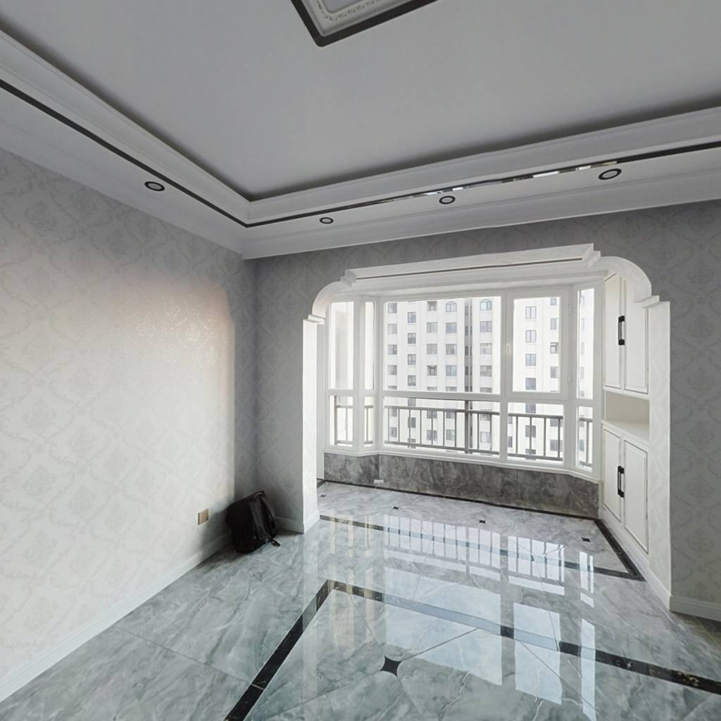 香海连天 3室2厅 72万