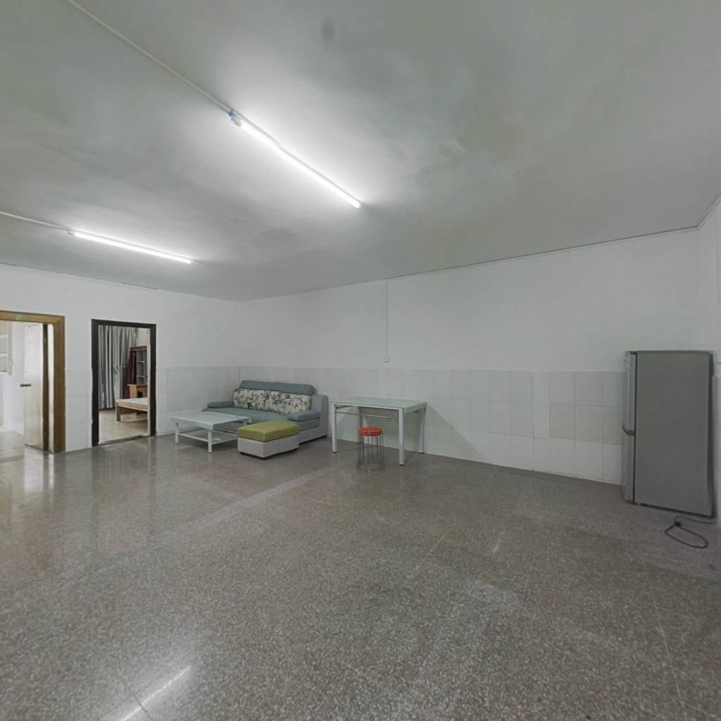 秀灵公寓 3室2厅 南