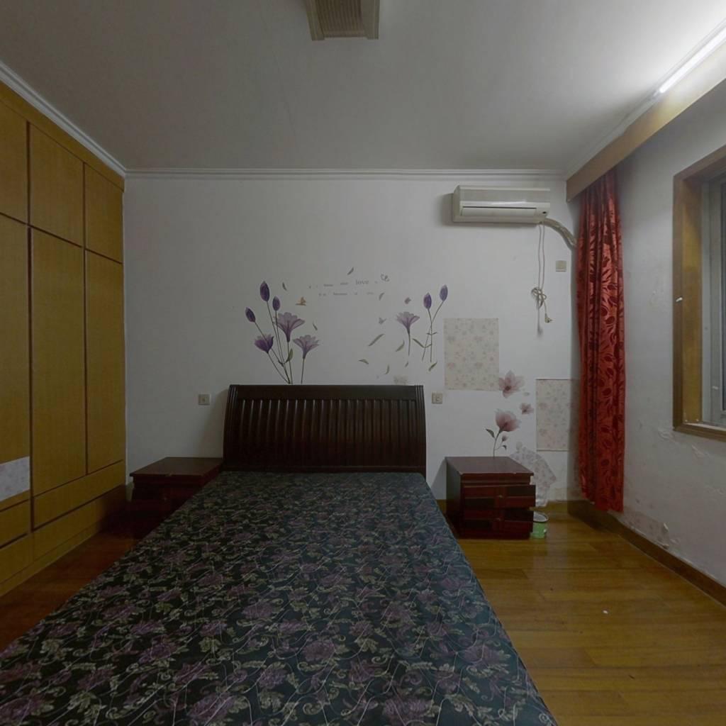 富巷小区楼层好,小户型,两室一厅,带一6平架空层