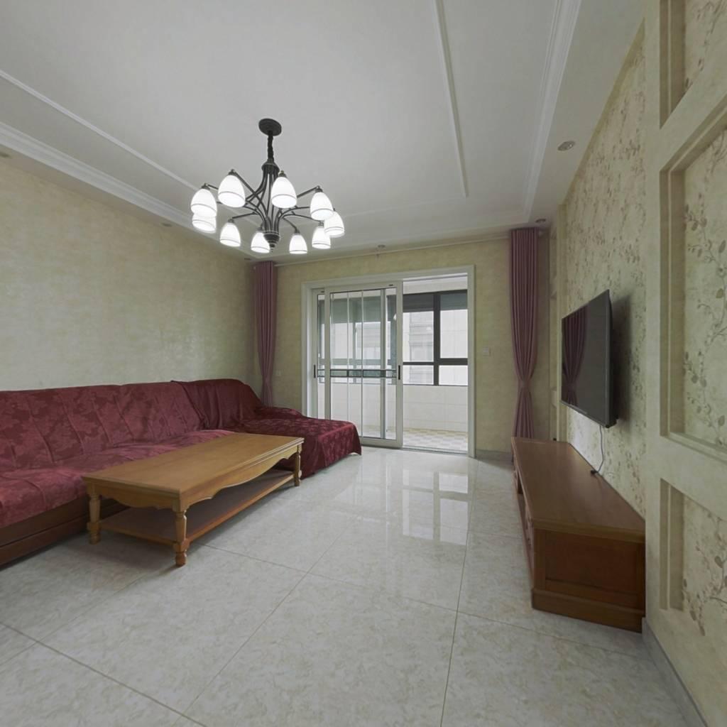 华南片区,高层楼层好,精装大3居,未入住,满两年。