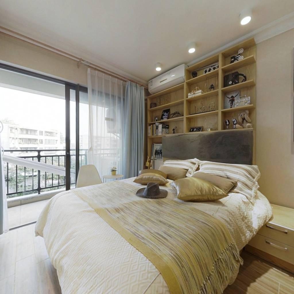 此房源是样板房,空置,保养好,业主处理空置房子