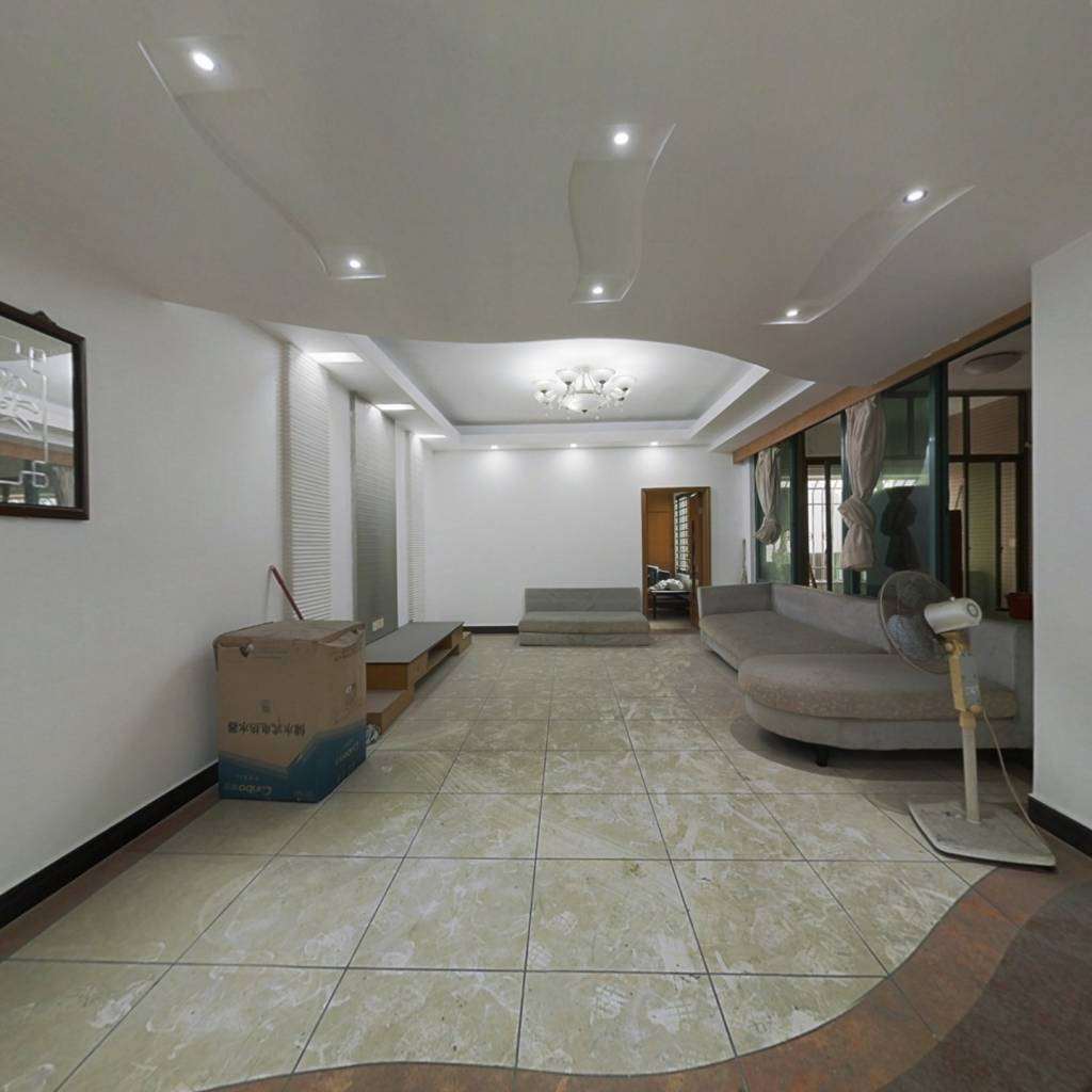 新裕大厦 140平三房两厅 位置好 价格低 业主诚心出售