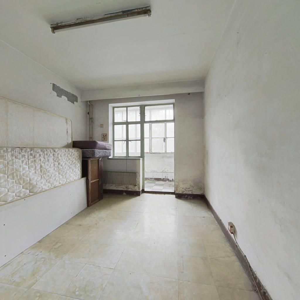 西城 天宁寺 总价低一居室,中间楼层,看房方便