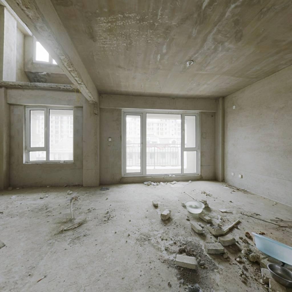 楼层佳,室内采光好,小区设施齐全,环境好,交通便利