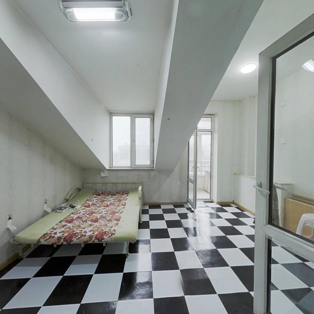 本房是小公寓,楼层好,位置好,采光好。