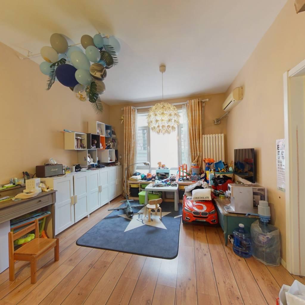 西南精装两居室,业主自住,保养很好