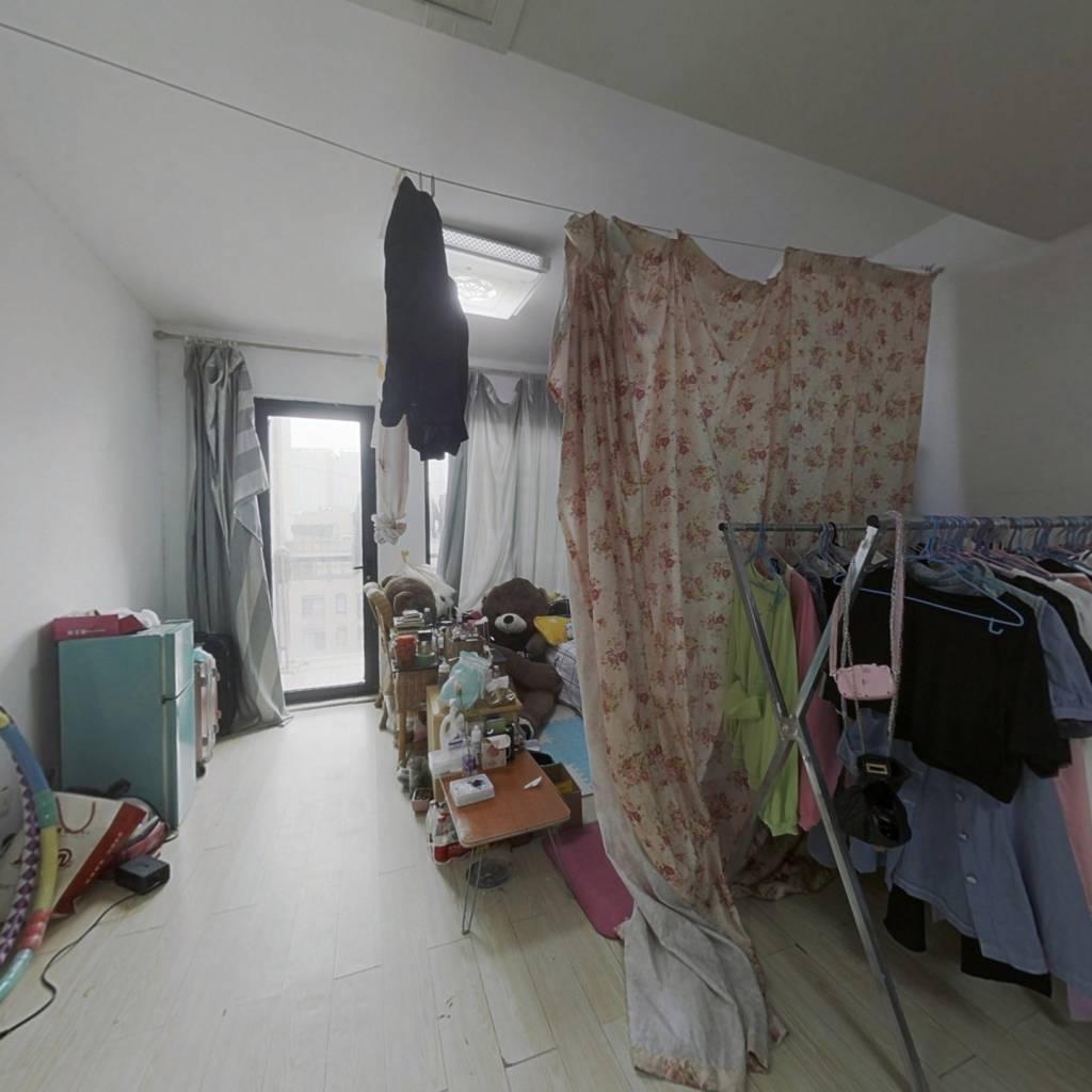 海尚中间位置,中间楼层,3房,简装出租。