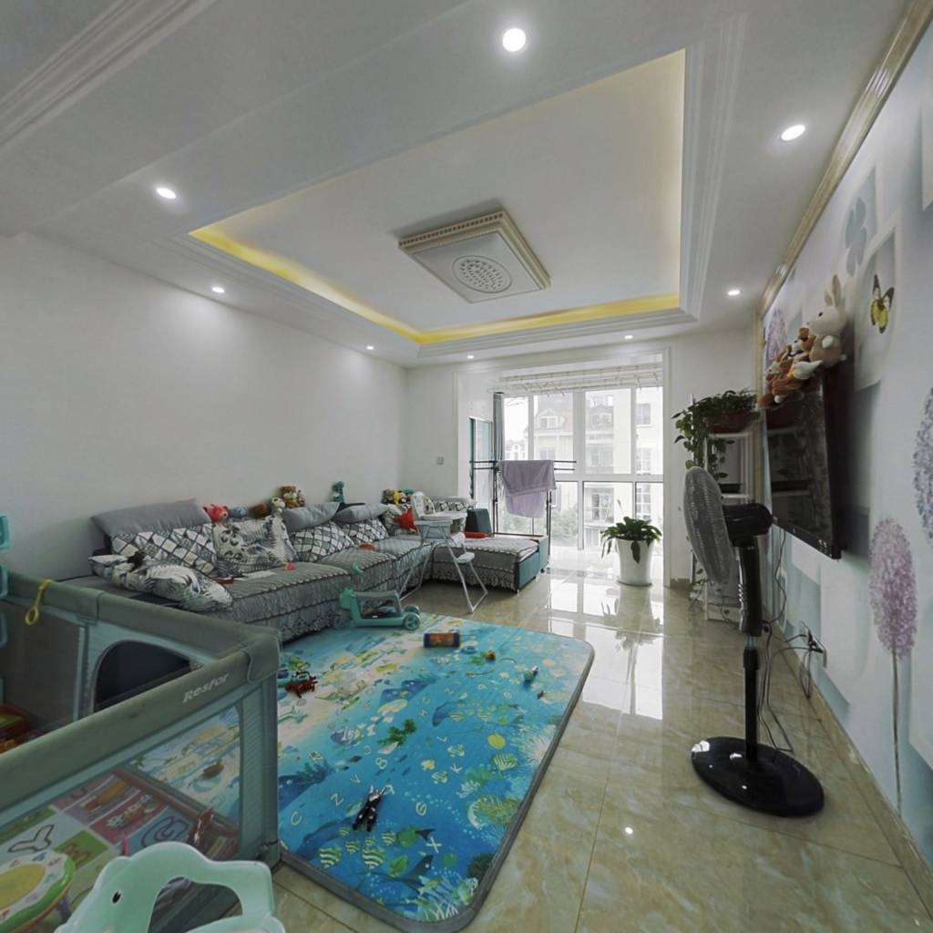 此房精装修,得房率高,出行方便。优质房源