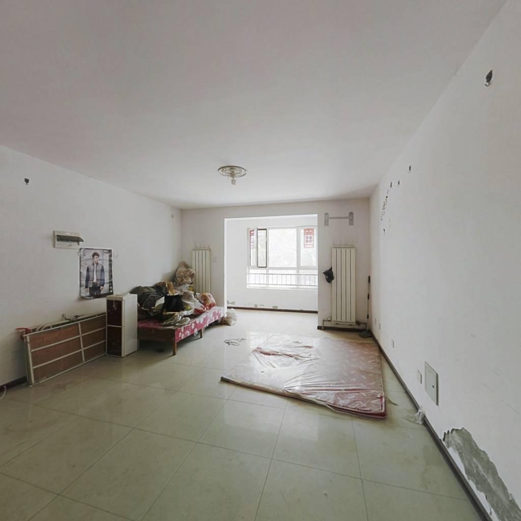 此房采光好南北通透二楼三室,配套齐全,出行便利!