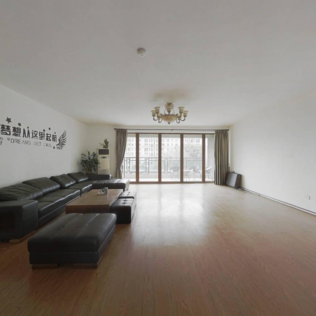 铂金家园大面积精装修,价格实惠,满二,税少。