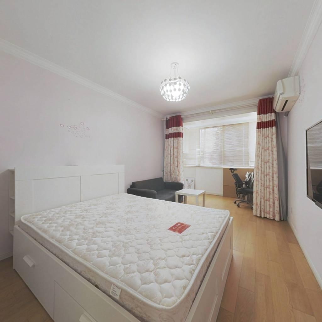 徐汇:一室一厅+精装修,采光好诚意出售看房方便!