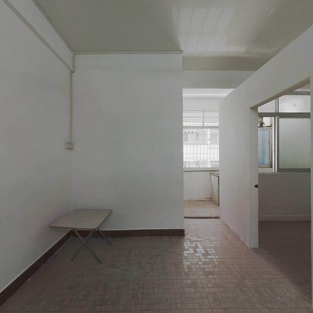 文华路低楼层二楼 马赛克外墙可贷款  单身或老人家