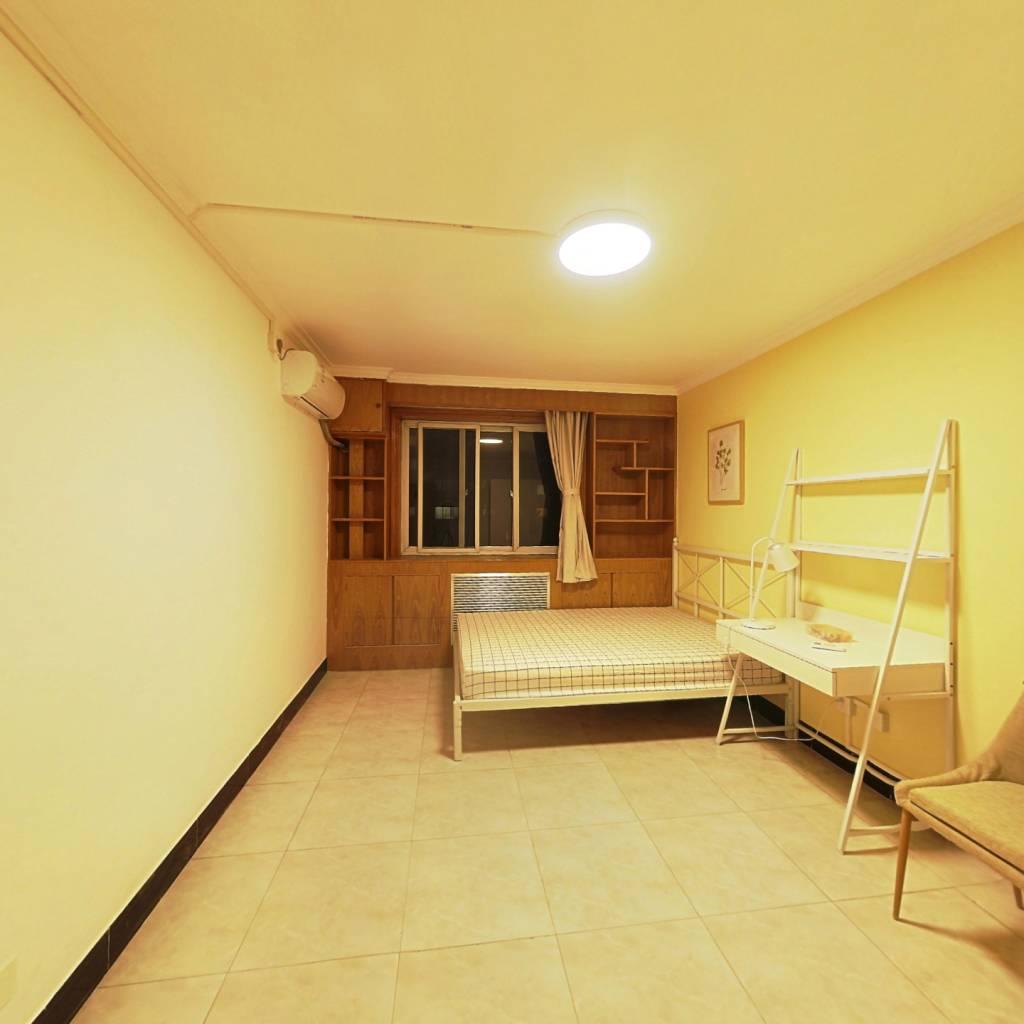 合租·交大静园 3室1厅 南卧室图