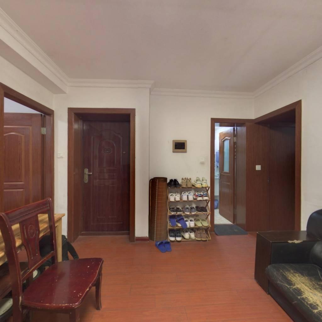 南北房间底楼小两室户真心出手。