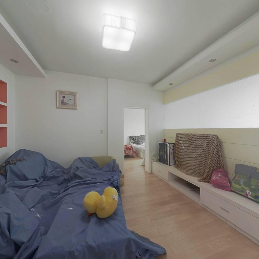 甬江家园南区  是两室1厅两套单身公寓打通的,