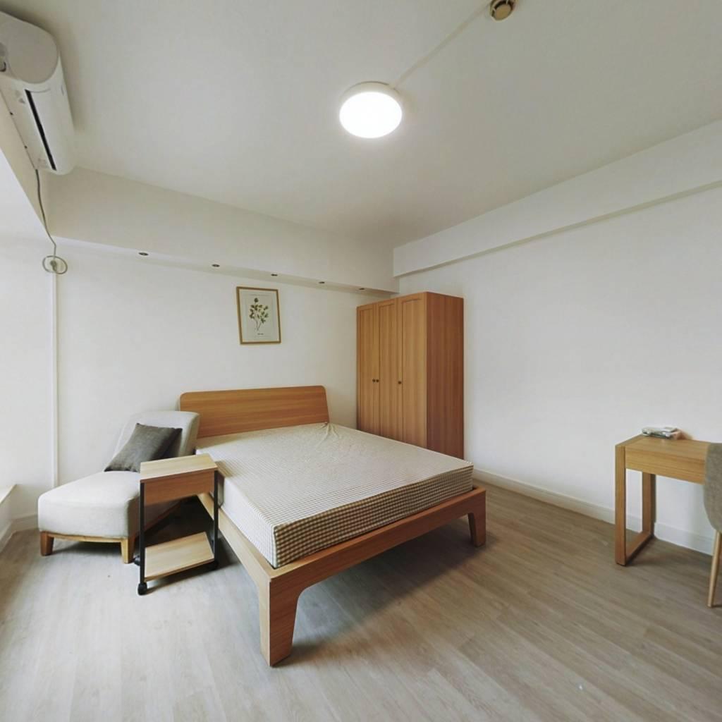 合租·润粤大厦 4室1厅 东卧室图