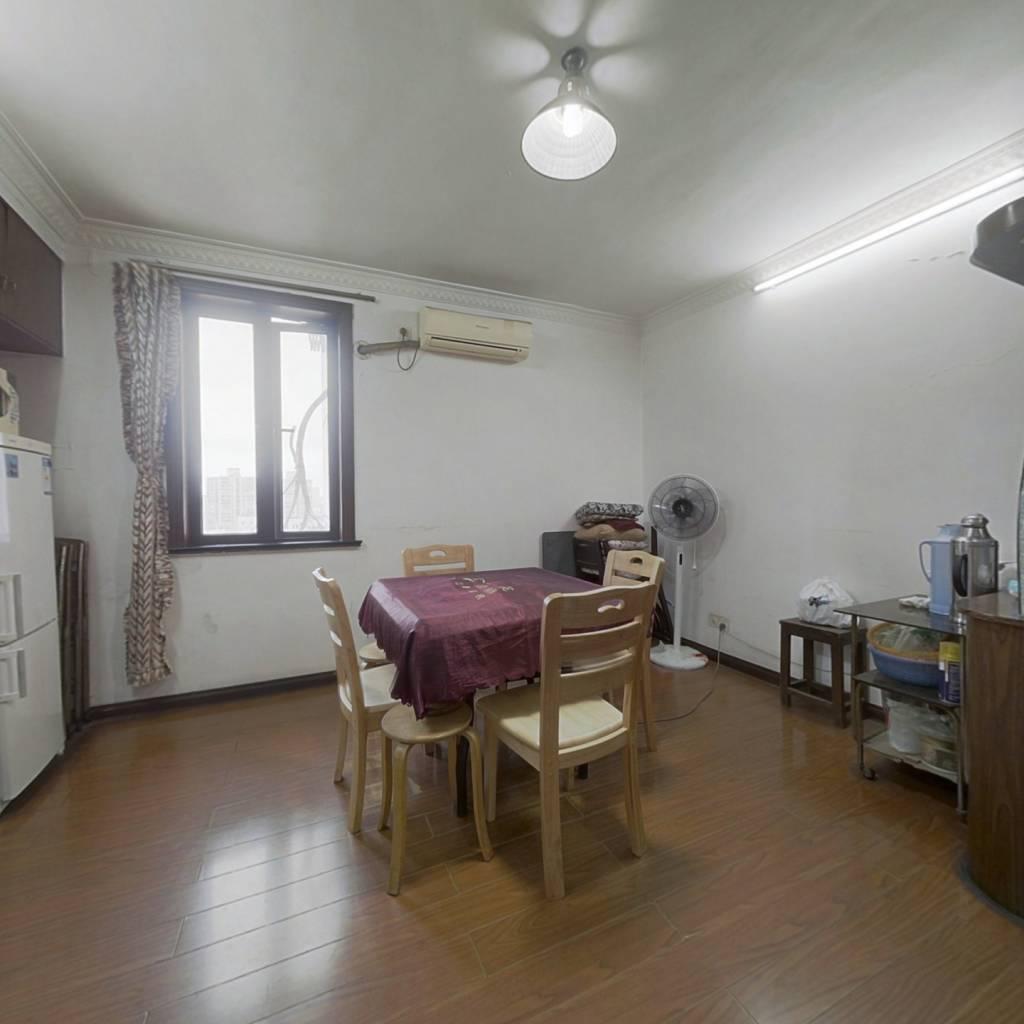 内环内3 4  8号地铁沿线,低单价 两房一厅诚意出售