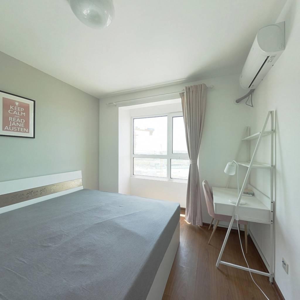 合租·复地湖滨广场 4室1厅 南卧室图