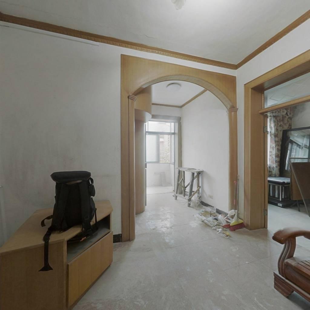 红林小区 简单装修两房 首付8万全部办完投 资首 选