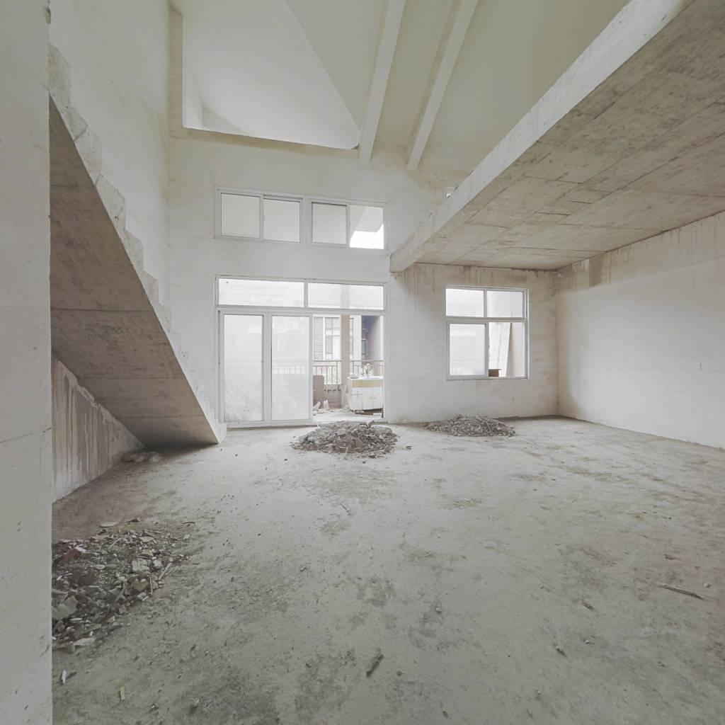 毛坯复式楼 老证 前后双阳台 带大露天 使用面积260平