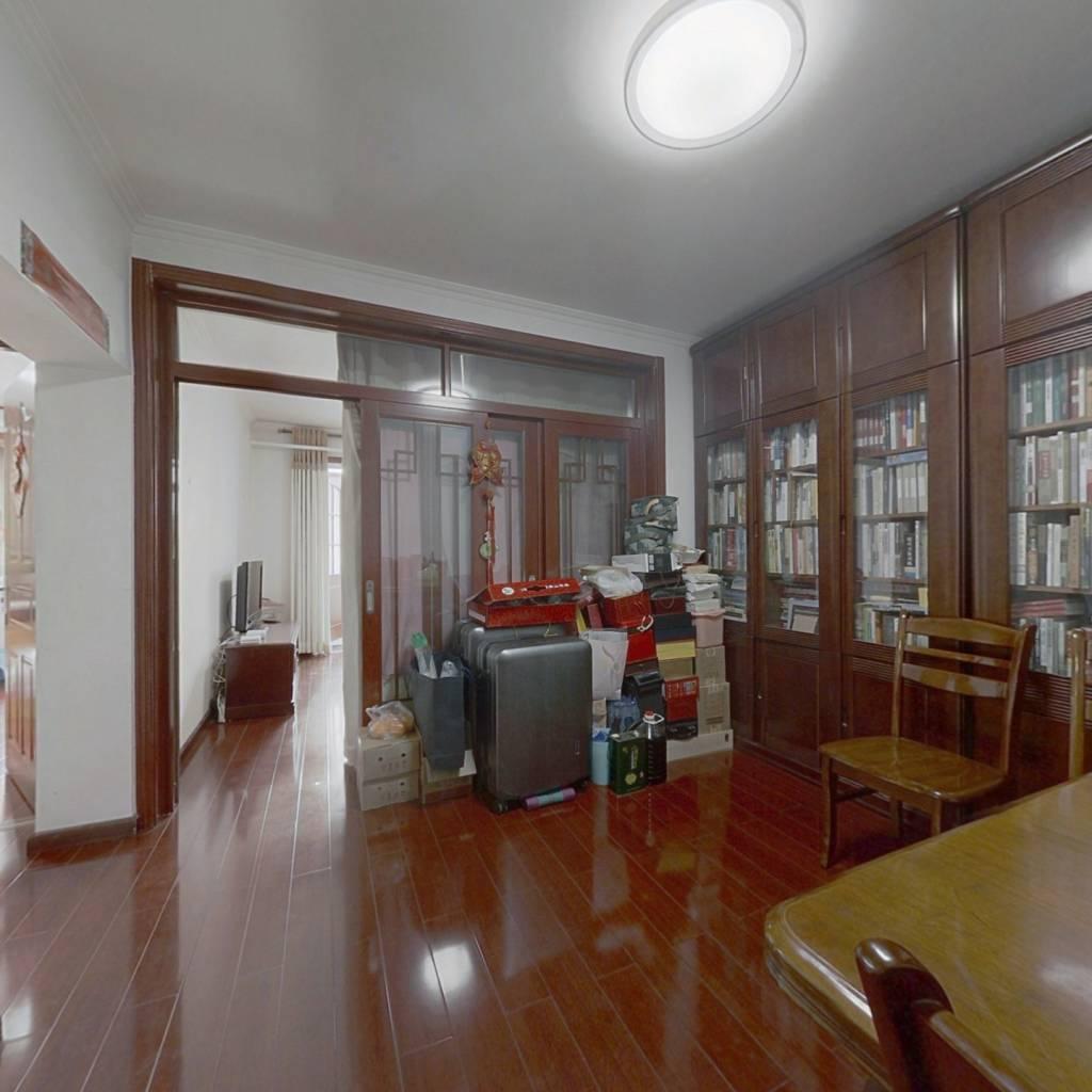 房子精装修买回来可以直接入住,业主保持的很好。