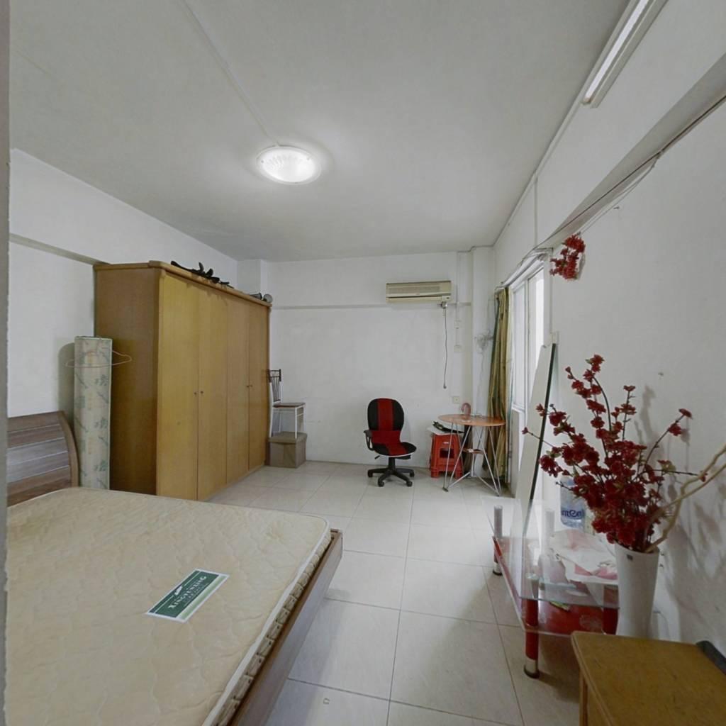 3楼卧室宽敞,采光通风好,单价低