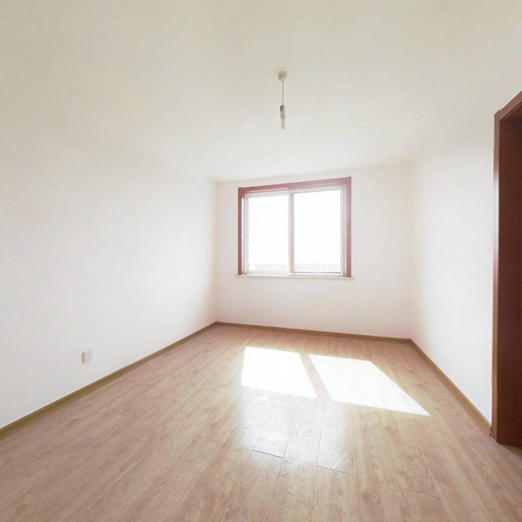 和平三区带大露台,带地下室,精装修