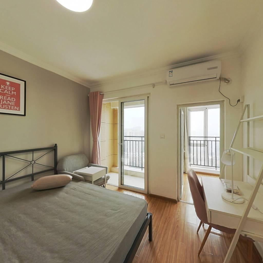 合租·蓝光COCO蜜城 3室1厅 东卧室图