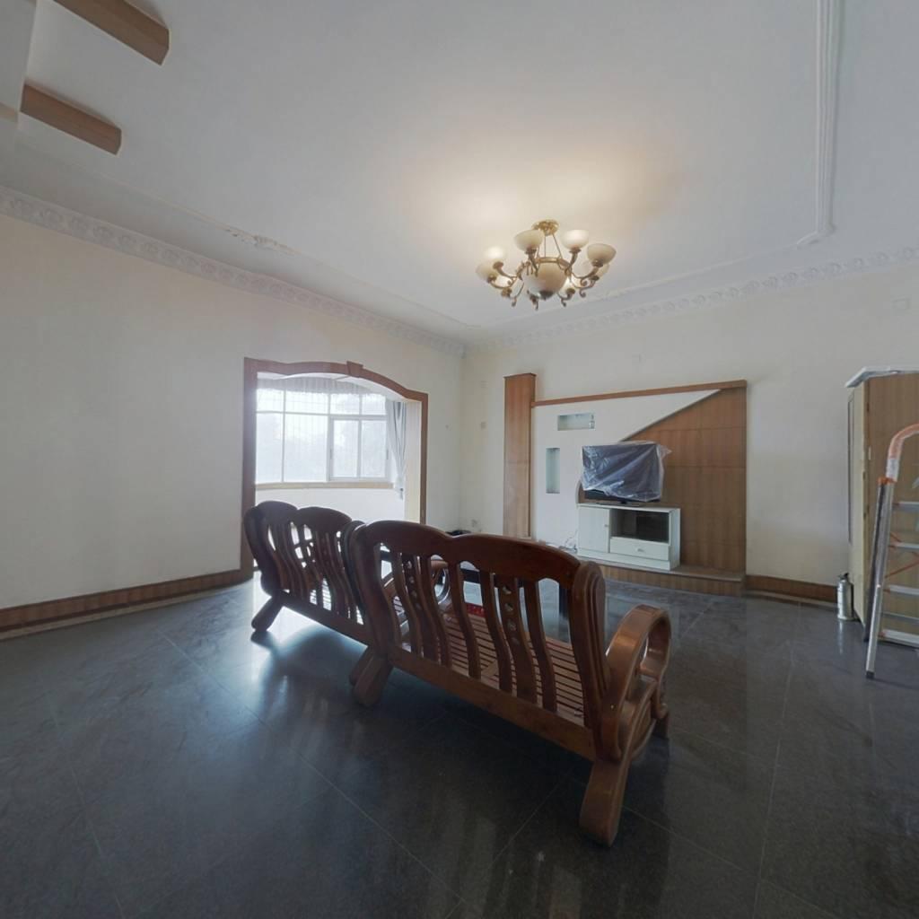 大面积好房,房东诚心出售了,价格好谈。