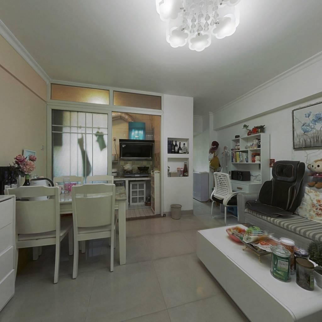 德福精装一房一厅,看房方便,业主诚心出售