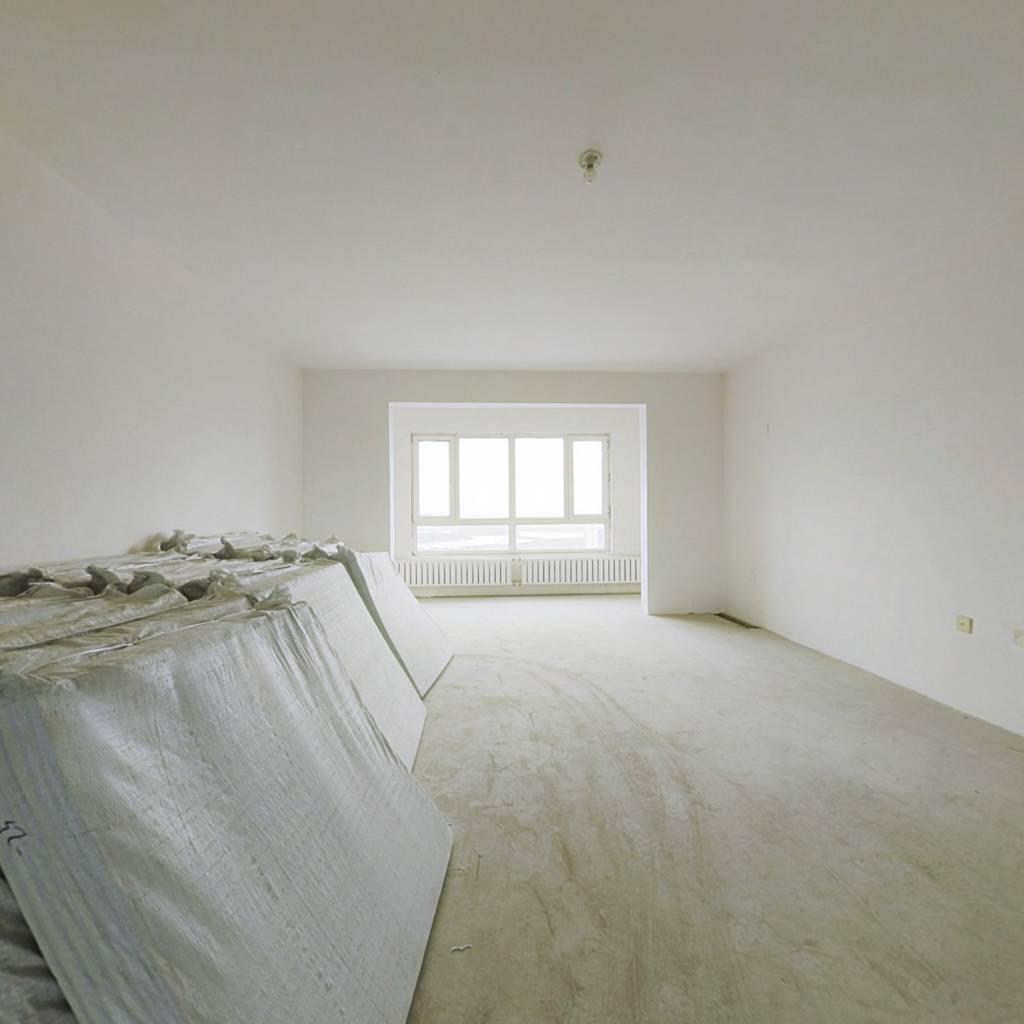 此房为封闭小区,环境优美,看房方便。