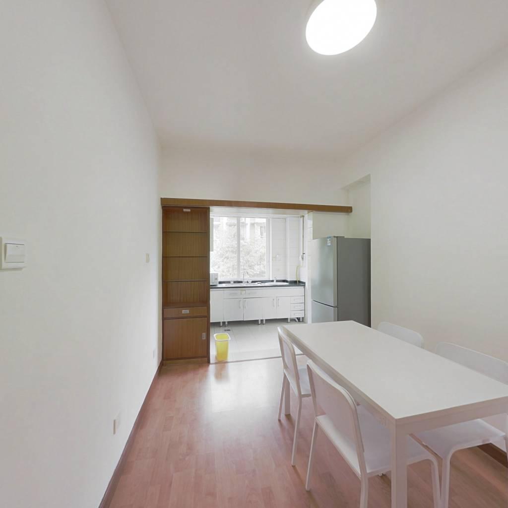 合租·莲花新区 3室1厅 东北卧室图