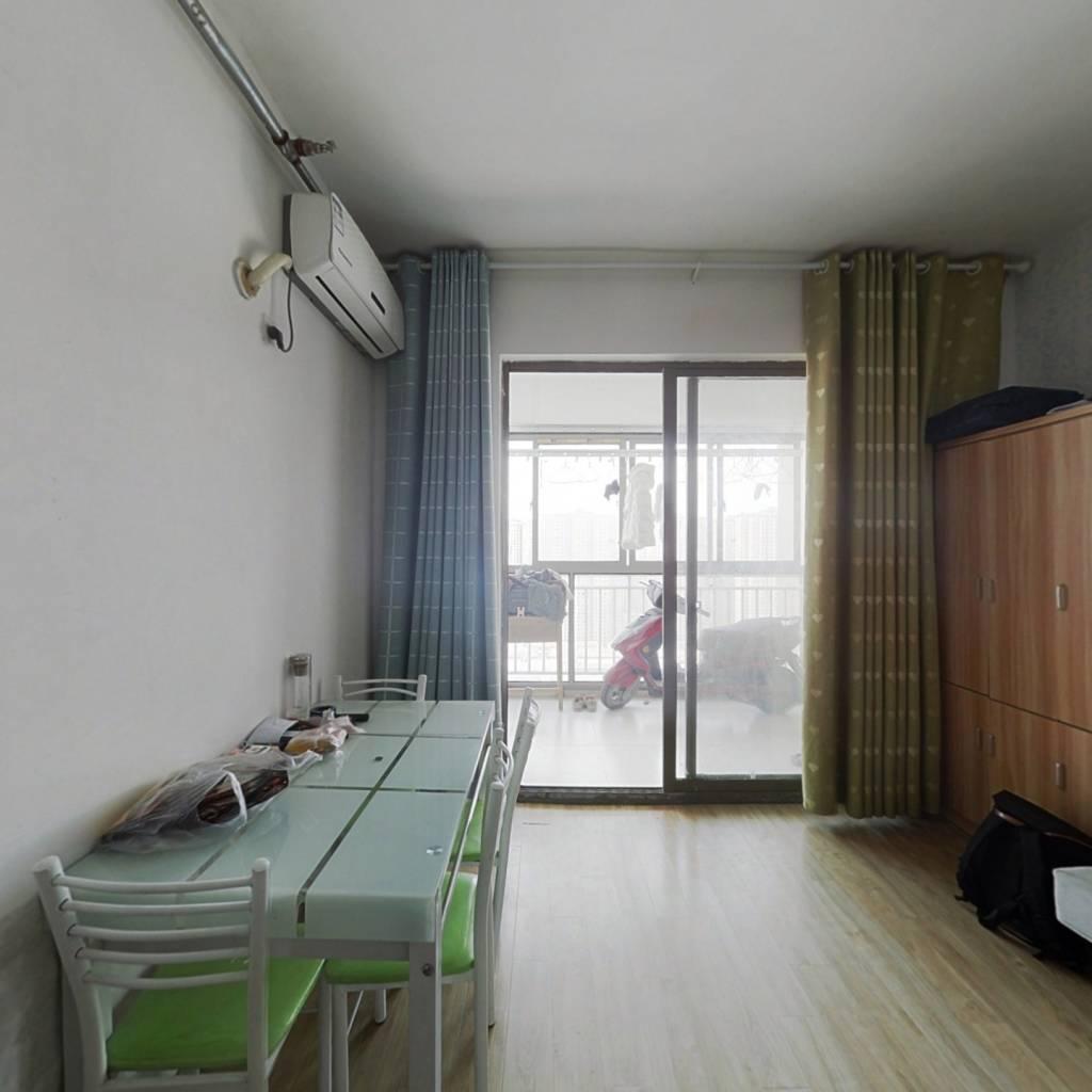 此房为一室户公寓 楼层为中间楼层  配套设施齐全