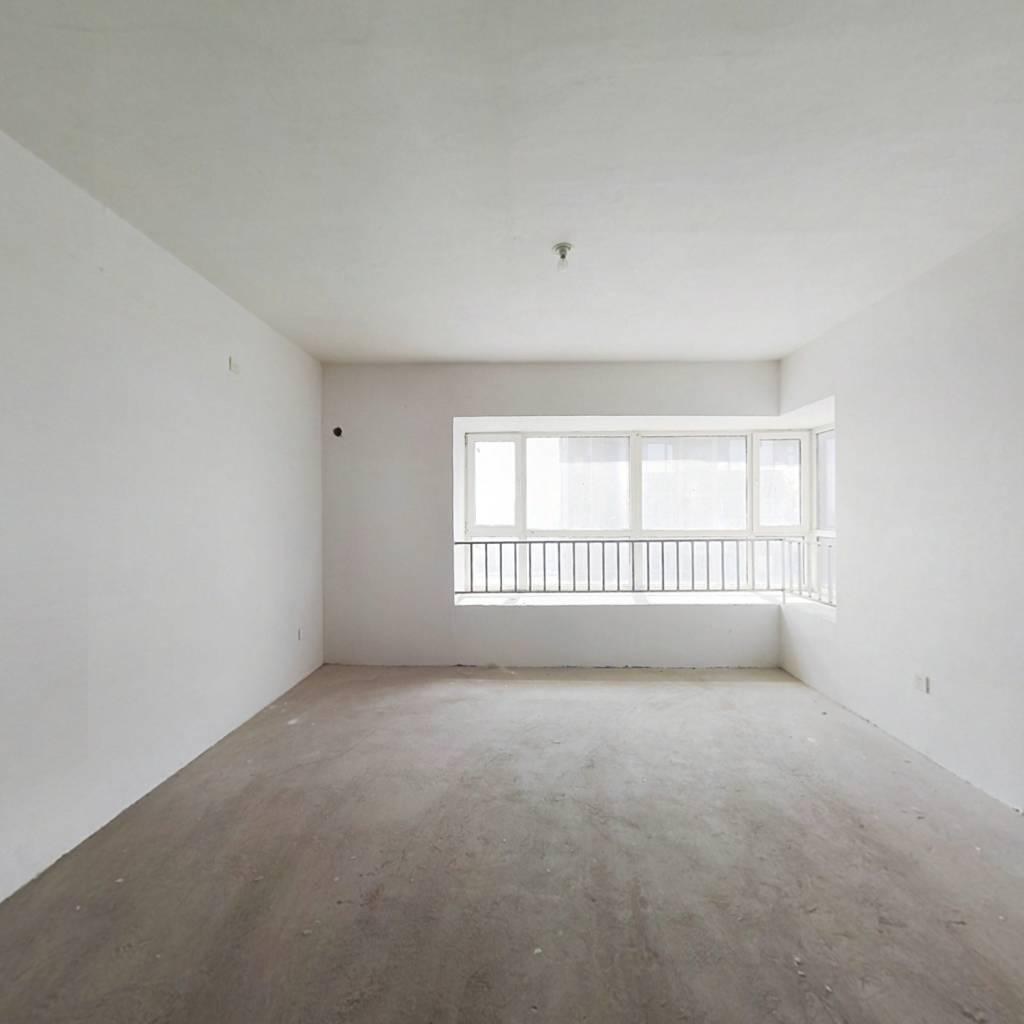 长白南精装修三室,楼层好,采光好,看房方便