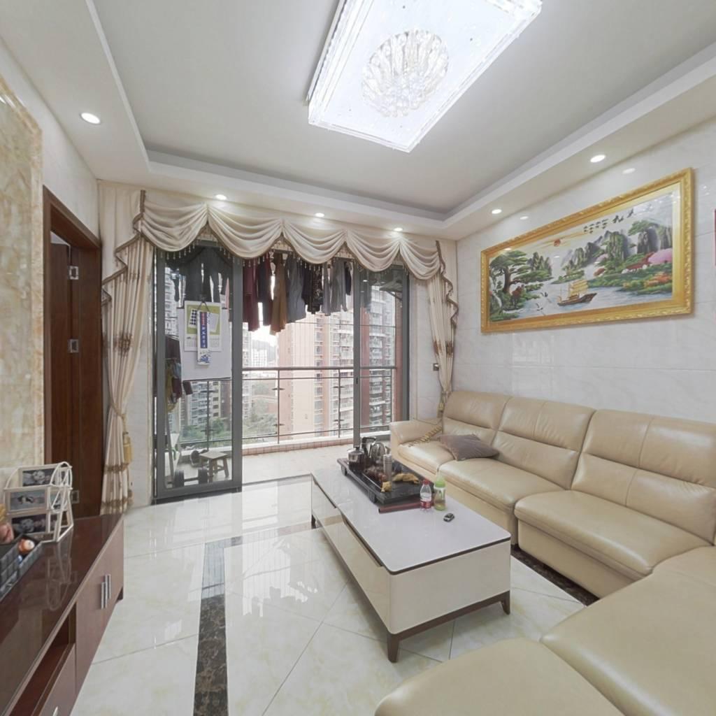 房子中高楼层,装修保养的好,位置安静,业主诚心卖