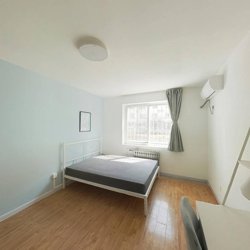 合租·程华里 5室1厅 东南卧室图