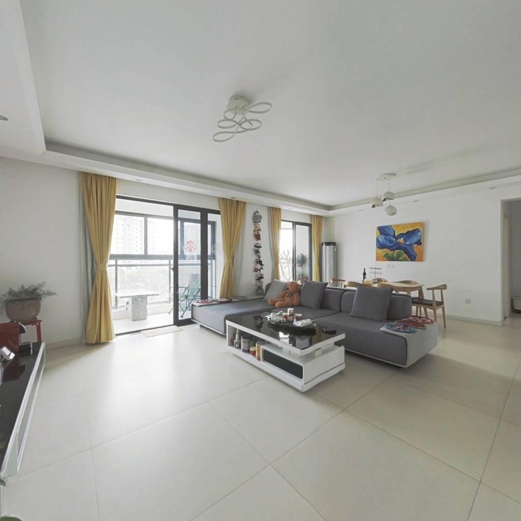 总高8楼的 经典洋房,自住装修,带车位,房东诚意出售