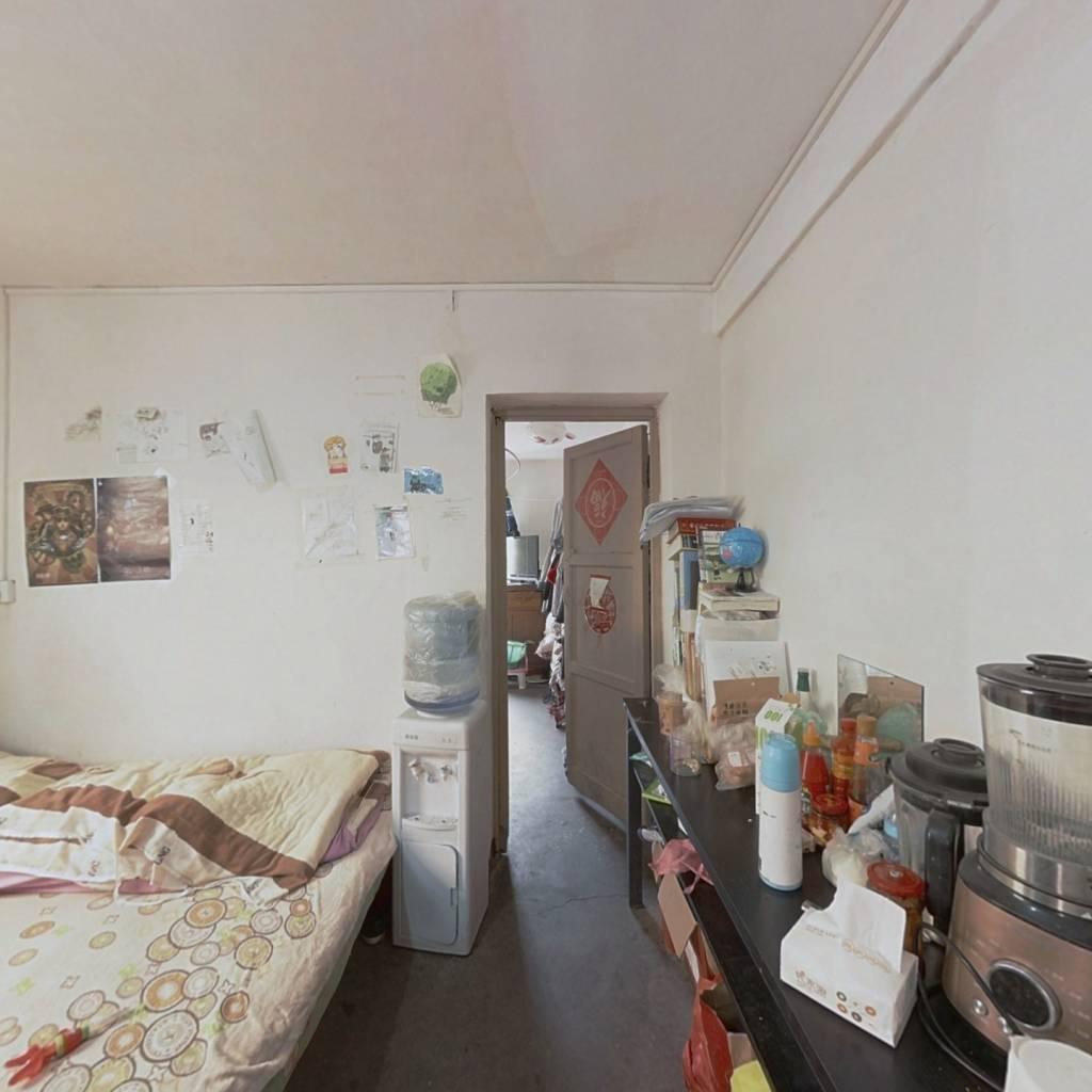 白云步行街 两室 九小旁诚心出售