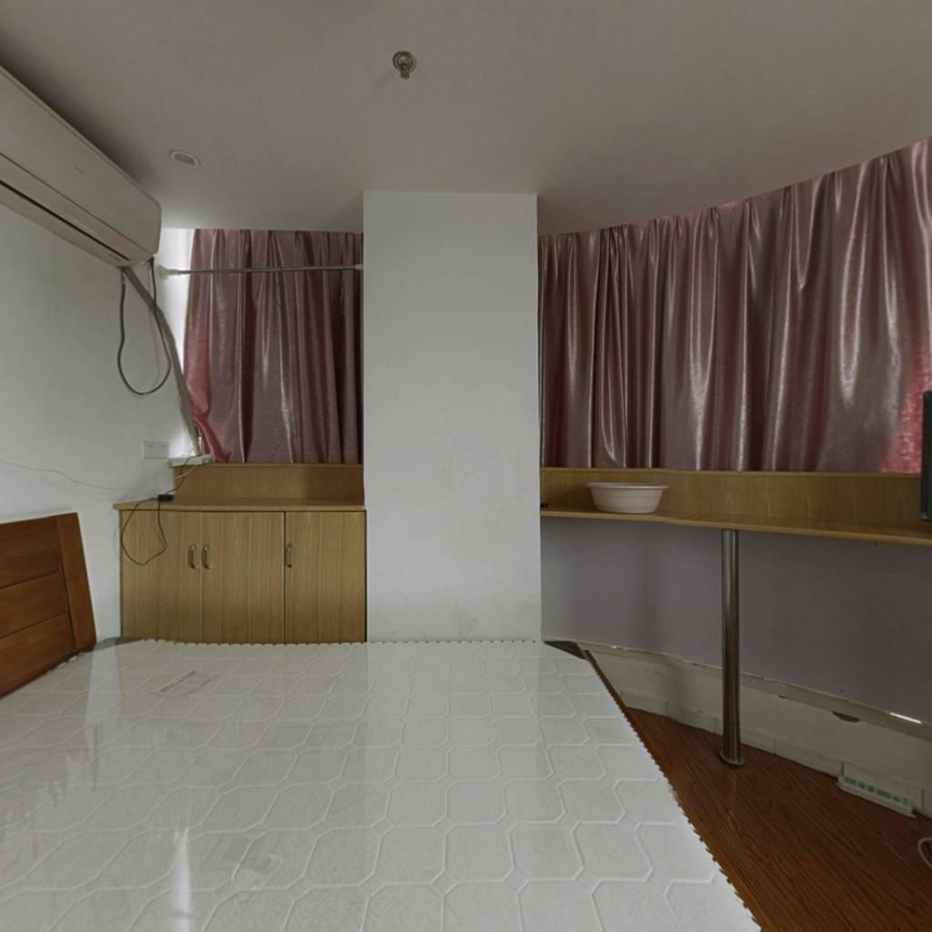 金海湾单身公寓,中间楼层有电梯,配套齐全交通便利