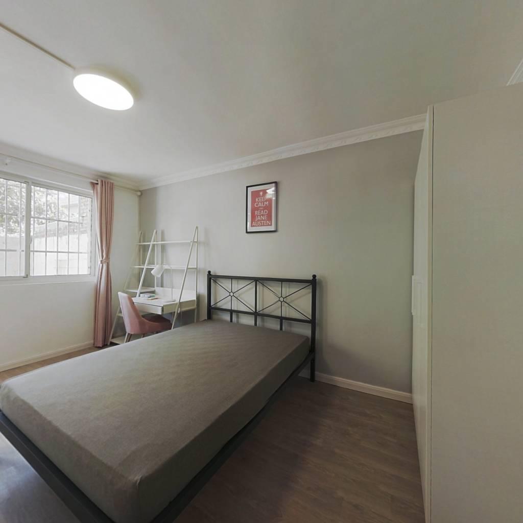 合租·金杨新村十街坊 3室1厅 南卧室图