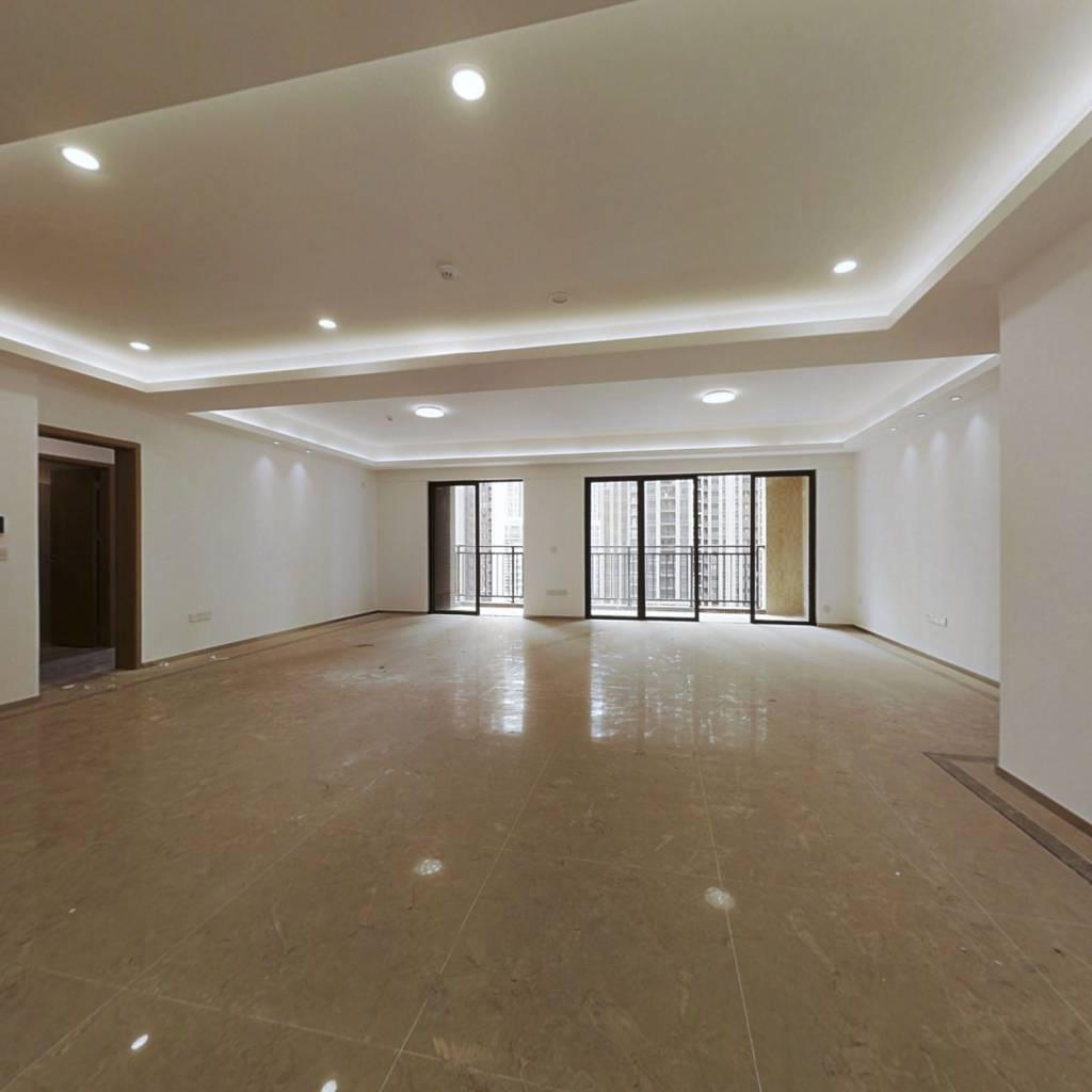 绿地璀璨家园二期 新楼龄 舒适大厅 安静 可满2过户
