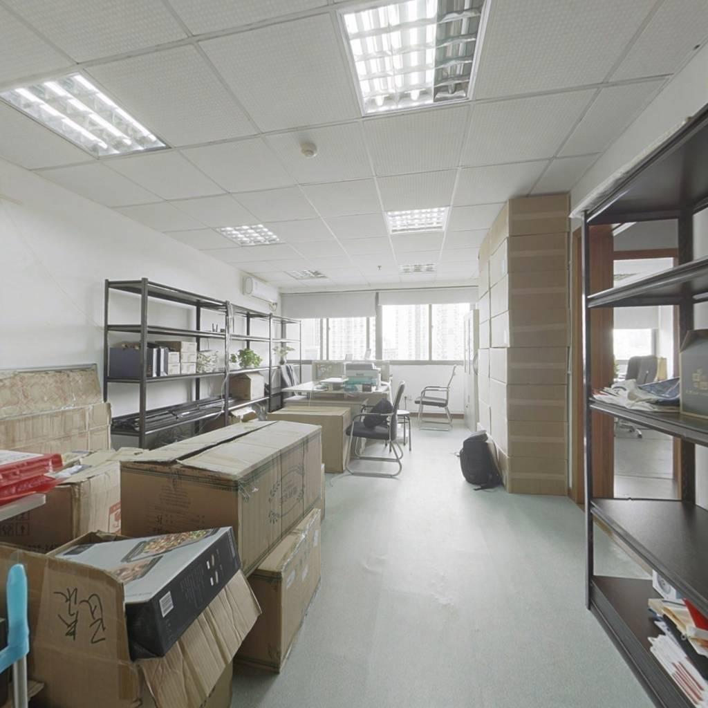 本房是写字楼,交通便利,位置好,可看江,房东诚心卖