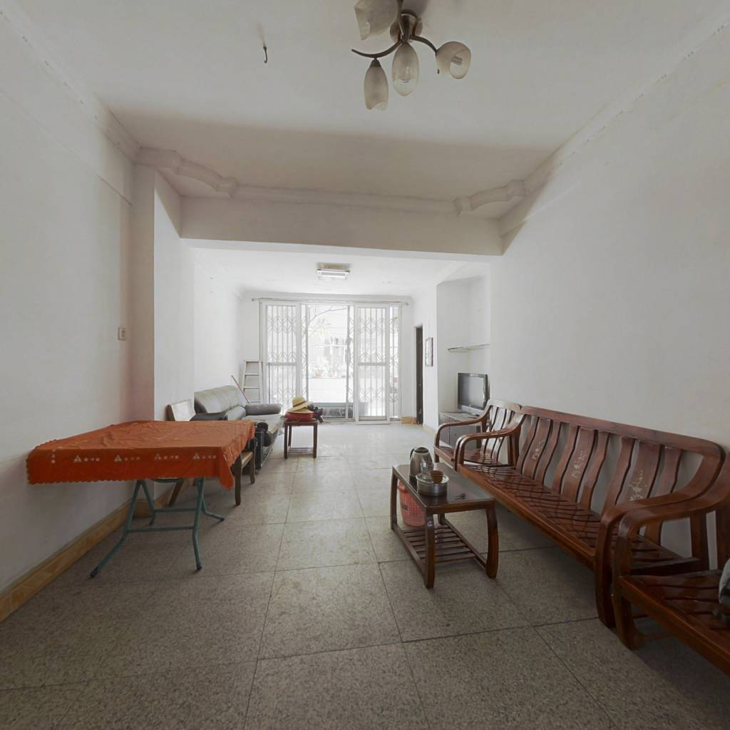 地质工程宿舍 南向三房,交通方便,通风采光带露台。