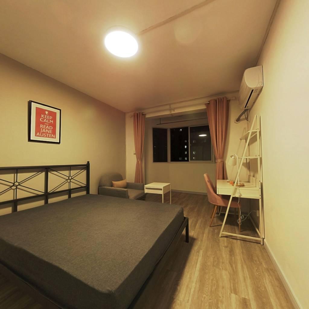 合租·东明广场 4室1厅 南卧室图