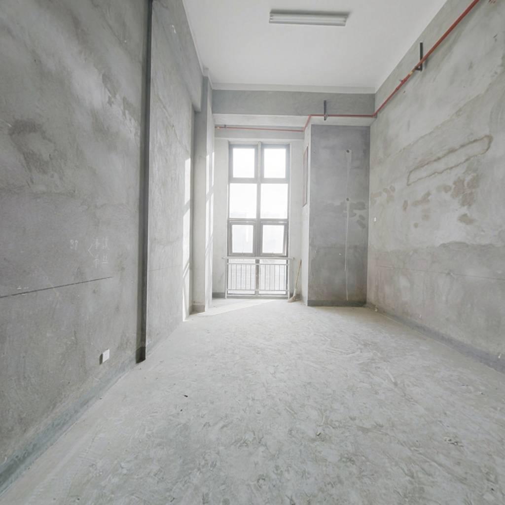 出售 港龙 58平方 毛坯房 小复式跃层 项目配套齐全