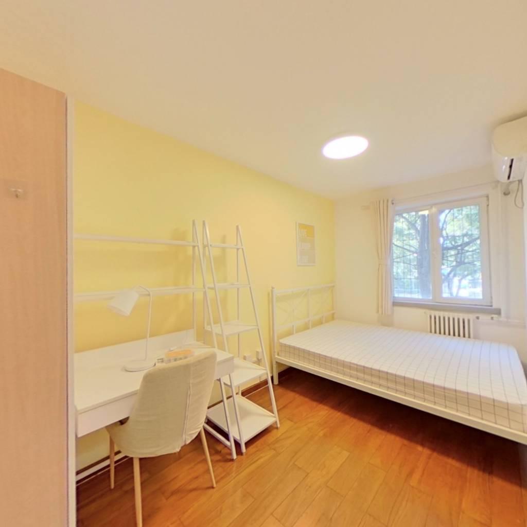 合租·海淀南路 3室1厅 北卧室图