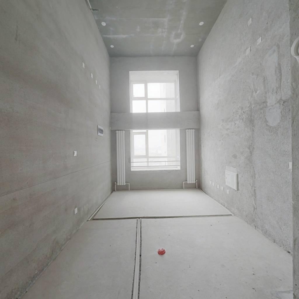 大连北站复式清水小公寓 南向中间楼层
