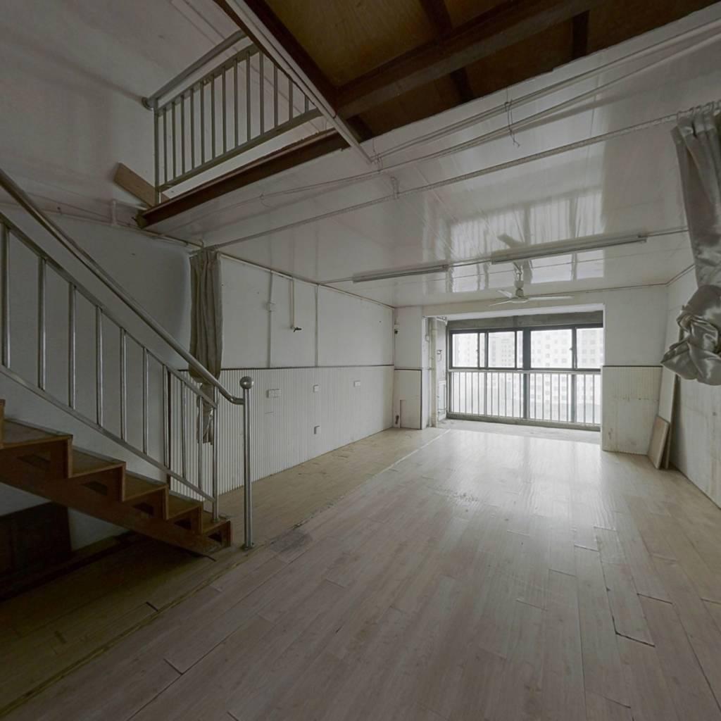 此房为公寓房,看房提前联系,房东诚心出售,复式户型
