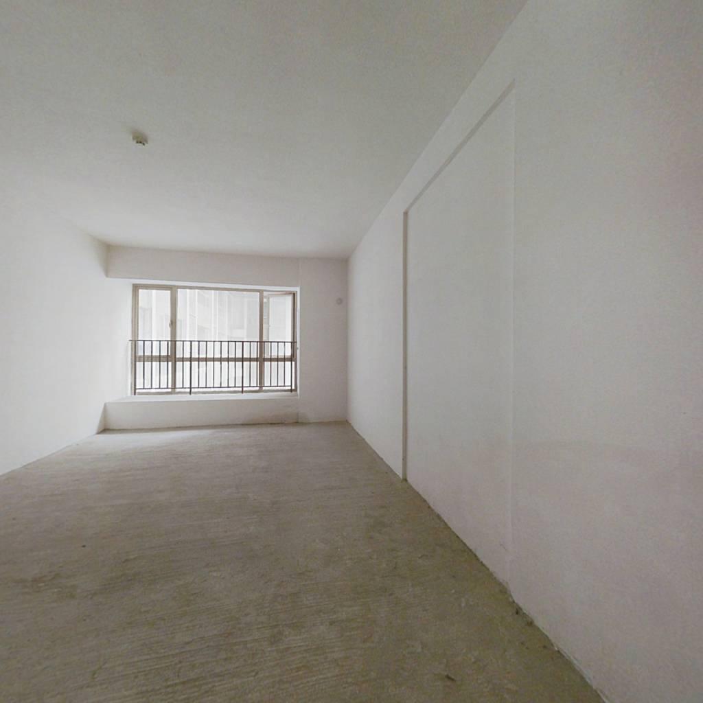 地铁口旁毛坯一室一厅温馨小套房